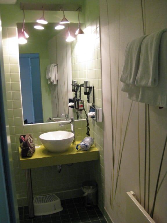 """Hotel Hamburg Dusche Im Zimmer : im Familienzimmer (Dusche und WC links)"""" zu ibis Styles Hotel Hamburg"""