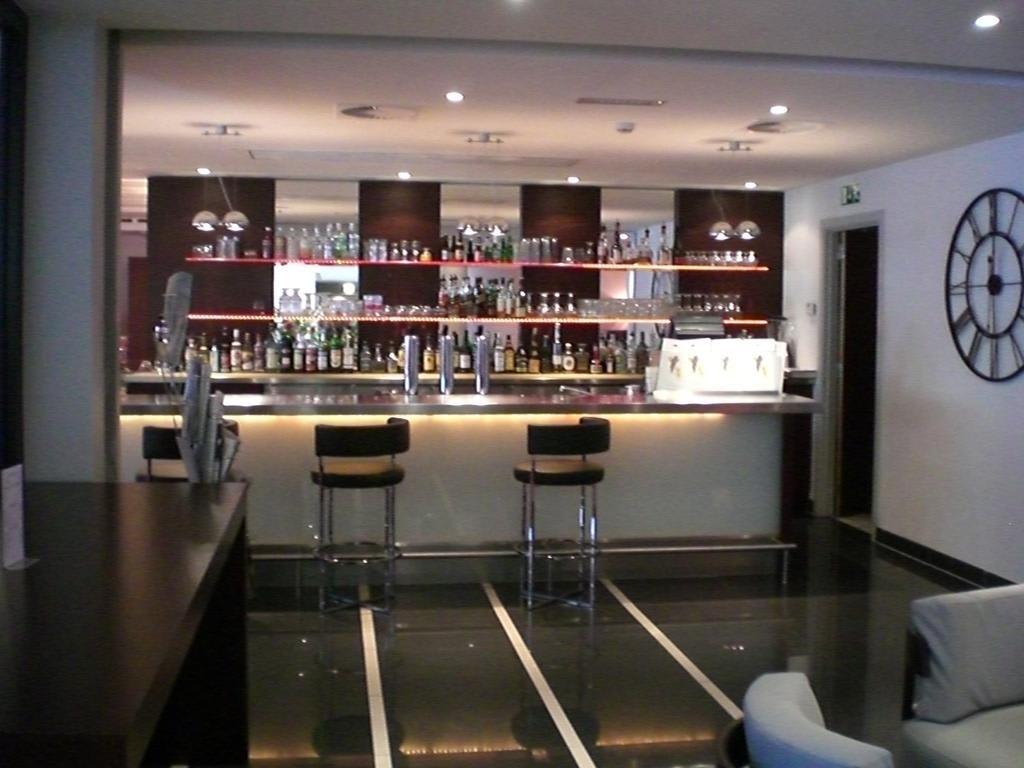 bild bartheke zu hotel novotel luxembourg centre in luxemburg. Black Bedroom Furniture Sets. Home Design Ideas