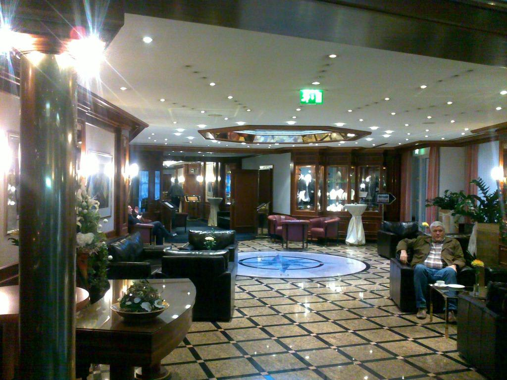 bild lobby weg zum spa bereich zu b der park hotel sieben welten therme spa resort in fulda. Black Bedroom Furniture Sets. Home Design Ideas