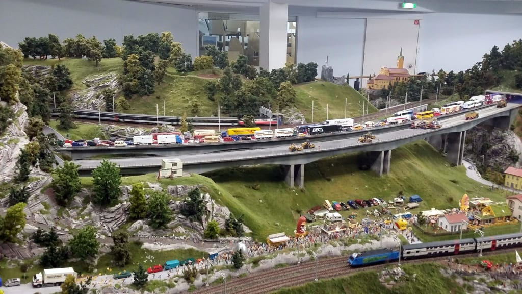 bild stau auf der autobahn zu miniatur wunderland hamburg in hamburg. Black Bedroom Furniture Sets. Home Design Ideas