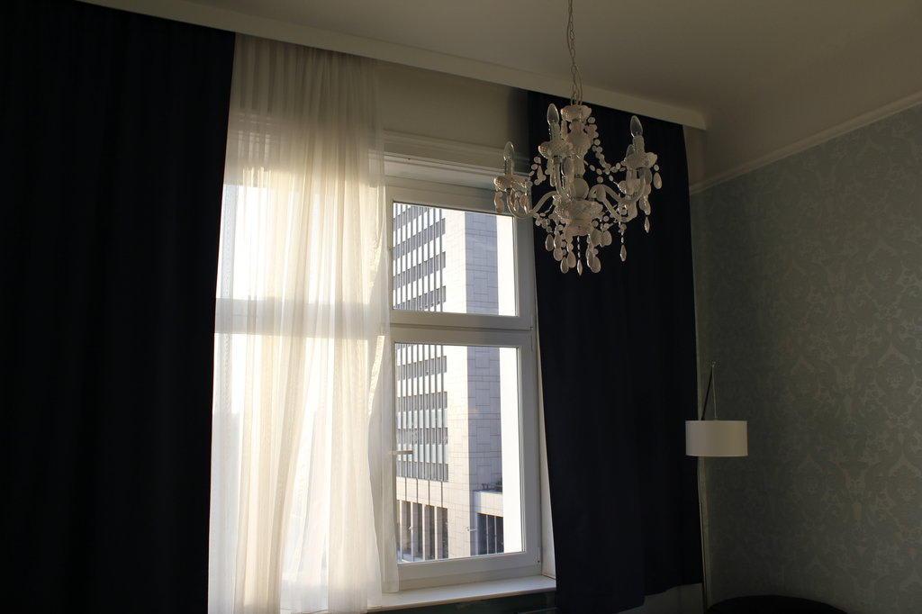 bild zimmer zu hotel goldene spinne in wien. Black Bedroom Furniture Sets. Home Design Ideas