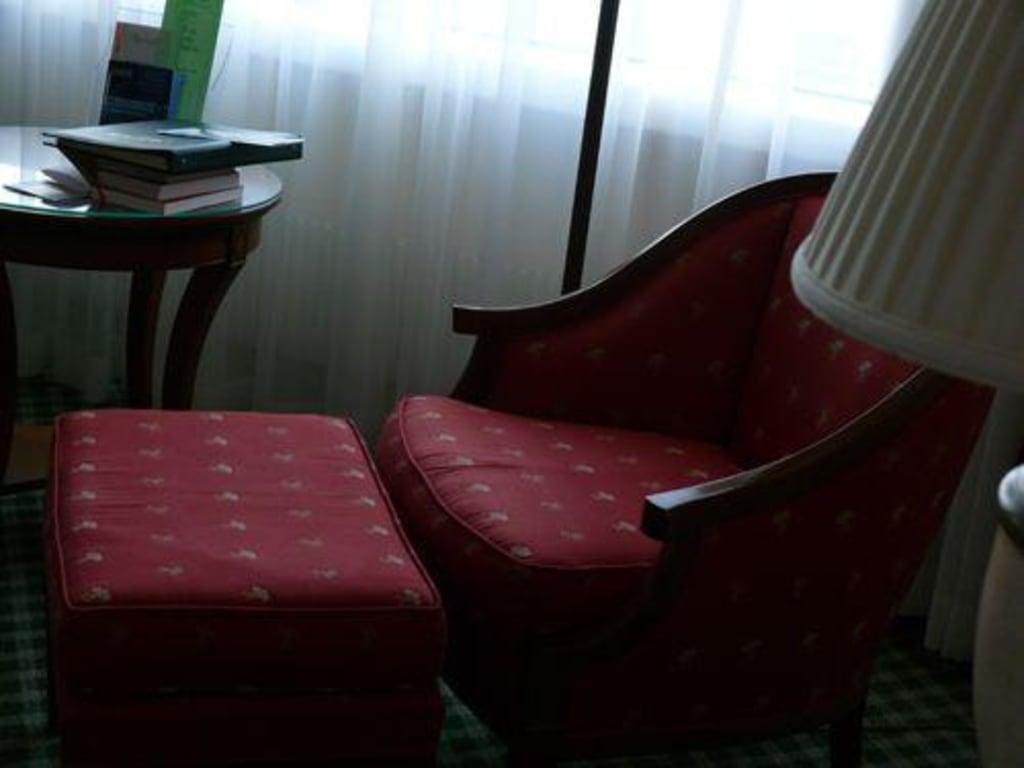 bild bequemer sessel zu warsaw marriott hotel in warszawa warschau. Black Bedroom Furniture Sets. Home Design Ideas