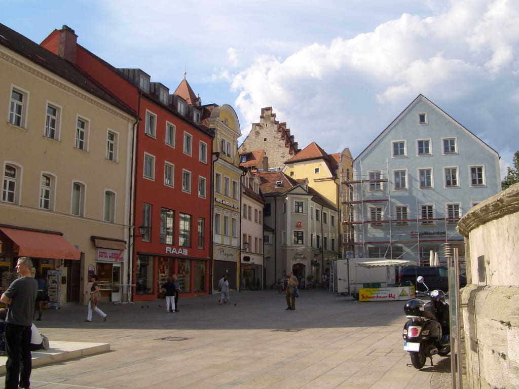 bild neupfarrplatz anfang t ndlergasse zu altstadt regensburg in regensburg. Black Bedroom Furniture Sets. Home Design Ideas