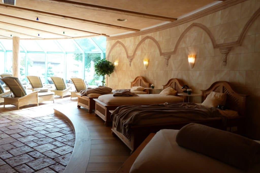 bild ruheraum wasserbetten zu wellnesshotel engel in gr n. Black Bedroom Furniture Sets. Home Design Ideas