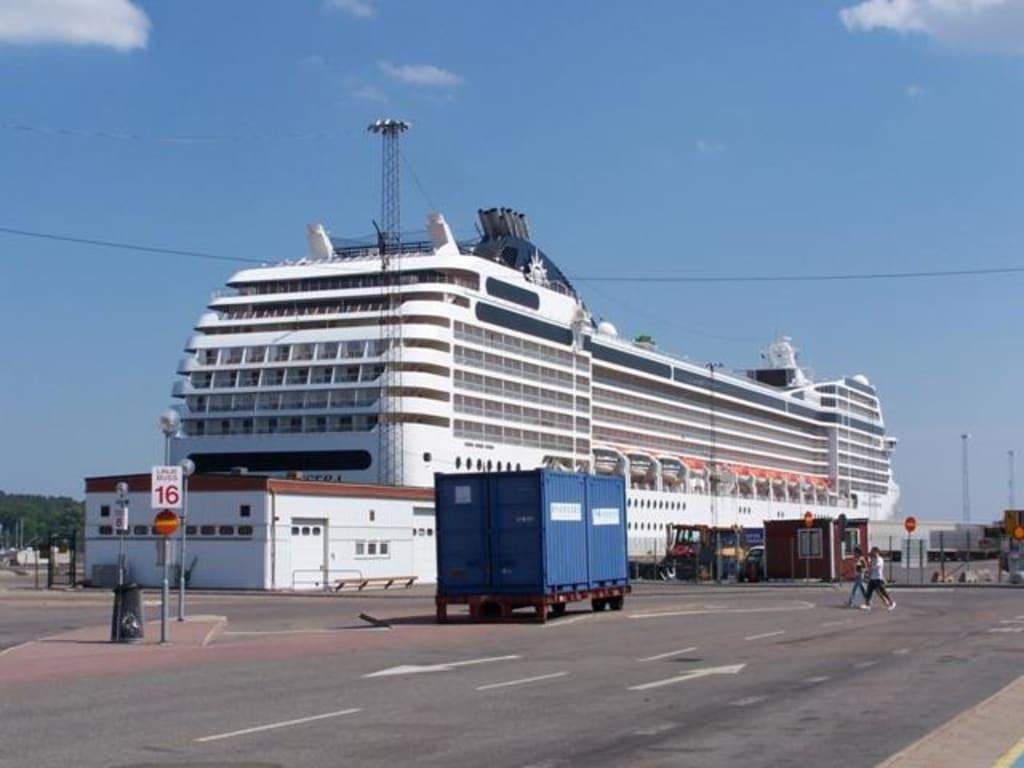 Die MSC Orchestra im Hafen von Stockholm\