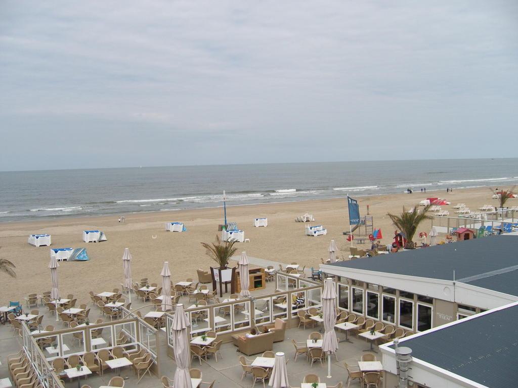 bild strand in zandvoort zu strand zandvoort in zandvoort. Black Bedroom Furniture Sets. Home Design Ideas