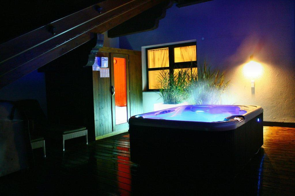 Bild whirlpool und sauna in der mini penthouse suite zu - Sauna whirlpool ...