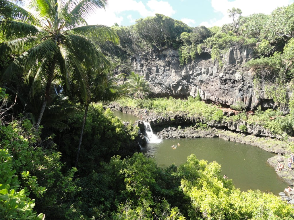 bild seven pools tr bes braunes wasser zu stra e nach hana road to hana in hana. Black Bedroom Furniture Sets. Home Design Ideas