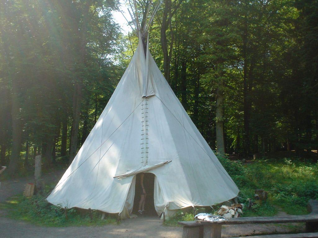 bild tipi zelt zu tipi dorf in rheinland pfalz. Black Bedroom Furniture Sets. Home Design Ideas