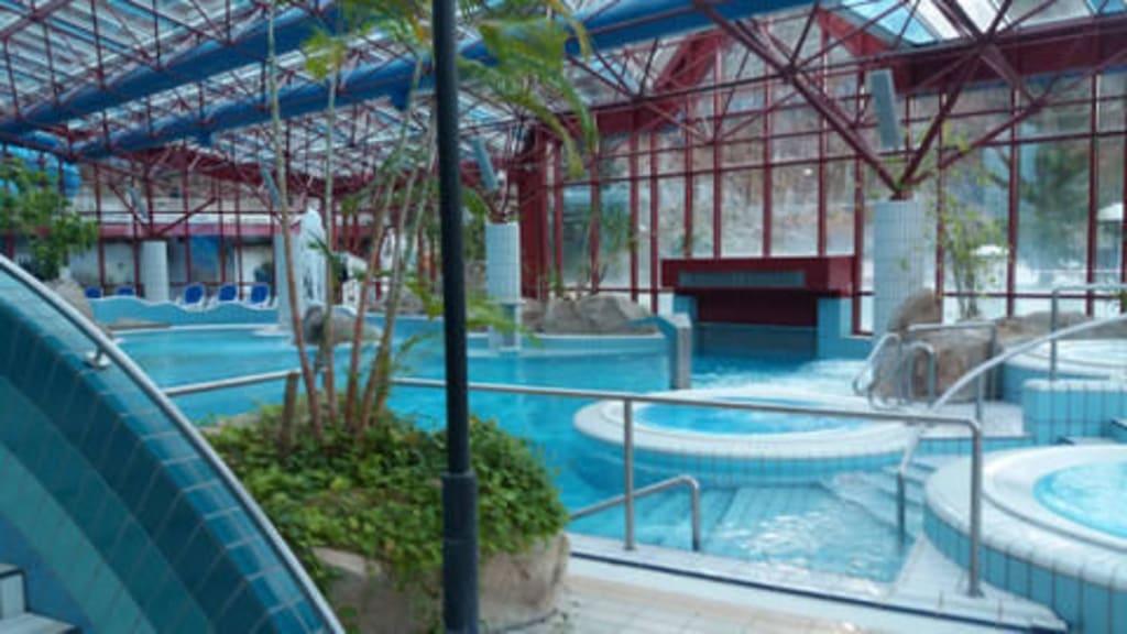 Bild das schwimmbad rutsche zu erlebnisbad vitamar in for Hotel mit schwimmbad harz