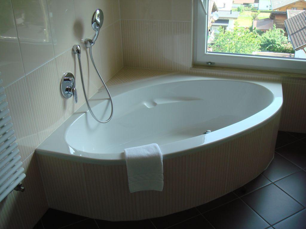bild die sch ne grosse badewanne zu hotel haidachhof