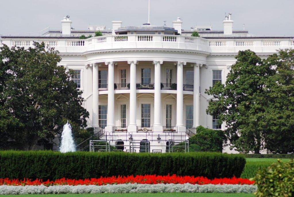 bild obamas zuhause zu wei es haus white house in washington d c. Black Bedroom Furniture Sets. Home Design Ideas