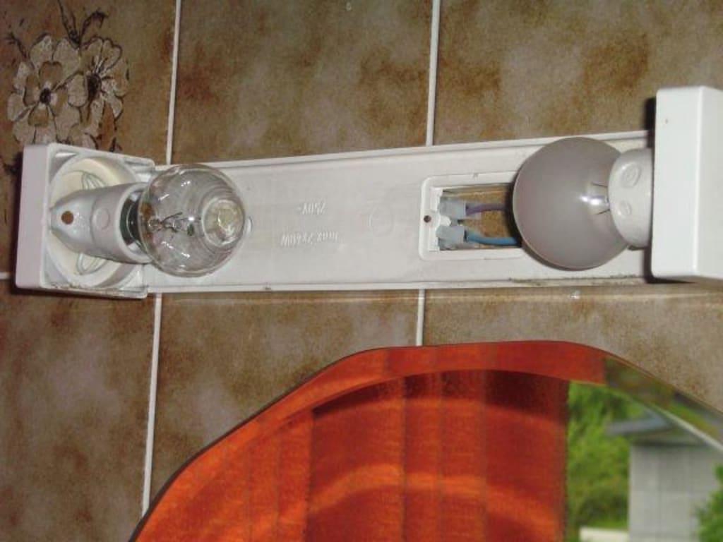 bild bad spiegelbeleuchtung zu hotel gasthof zillertalerhof in ried zillertal. Black Bedroom Furniture Sets. Home Design Ideas