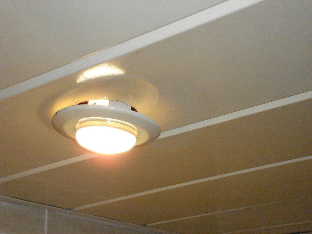 Bild deckenbeleuchtung im bad f llt oder f llt nicht zu for Bad deckenbeleuchtung