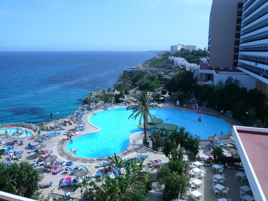 Bild pool meer und hotel zu hotel complejo calas de for Boutique hotel am meer