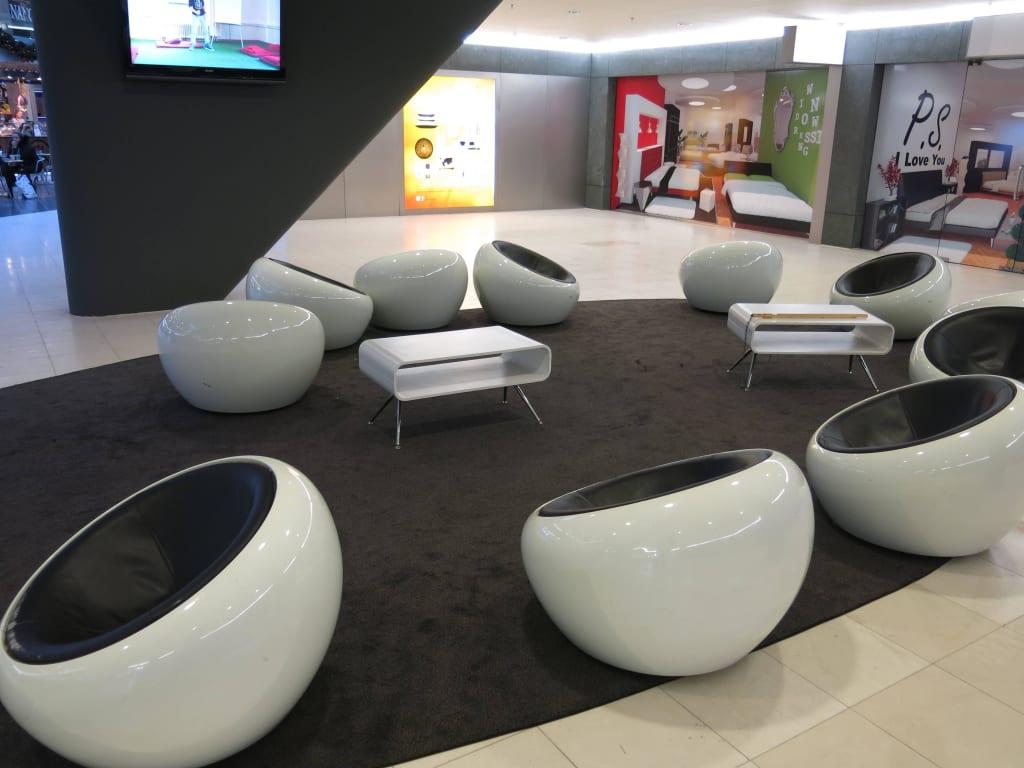 Bild Futuristische Sitzmöbel Im Wandelbereich Zu Woonmall Villa