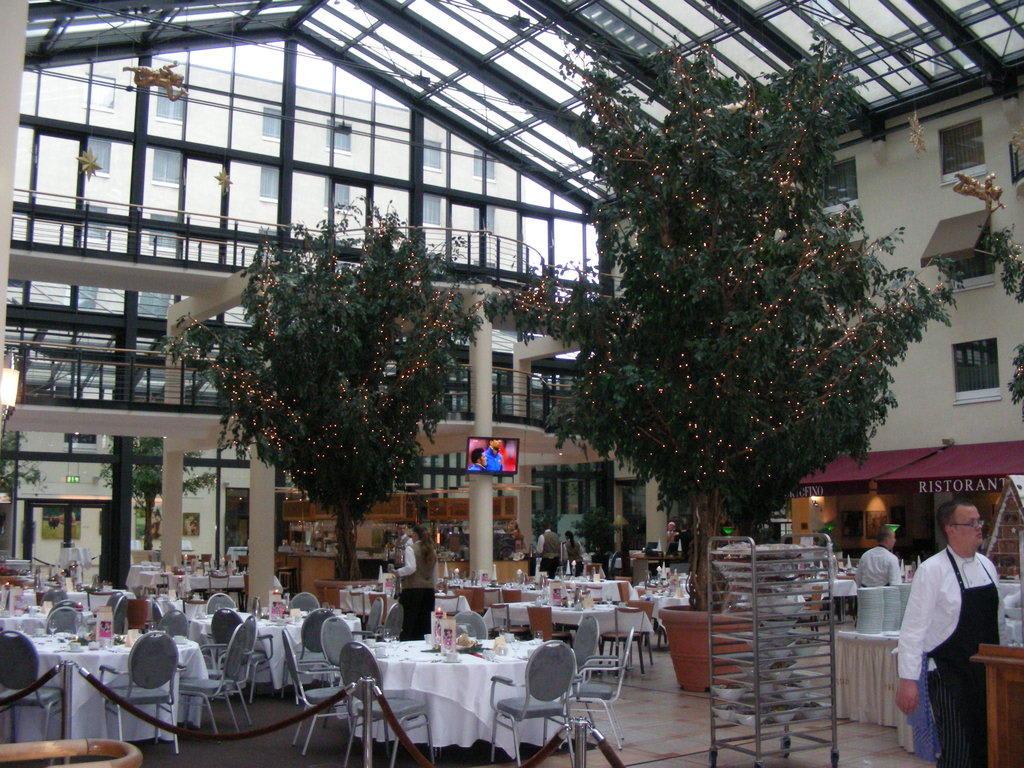 Hotel Foyer Berlin : Bild quot foyer zu estrel hotel berlin in neukölln