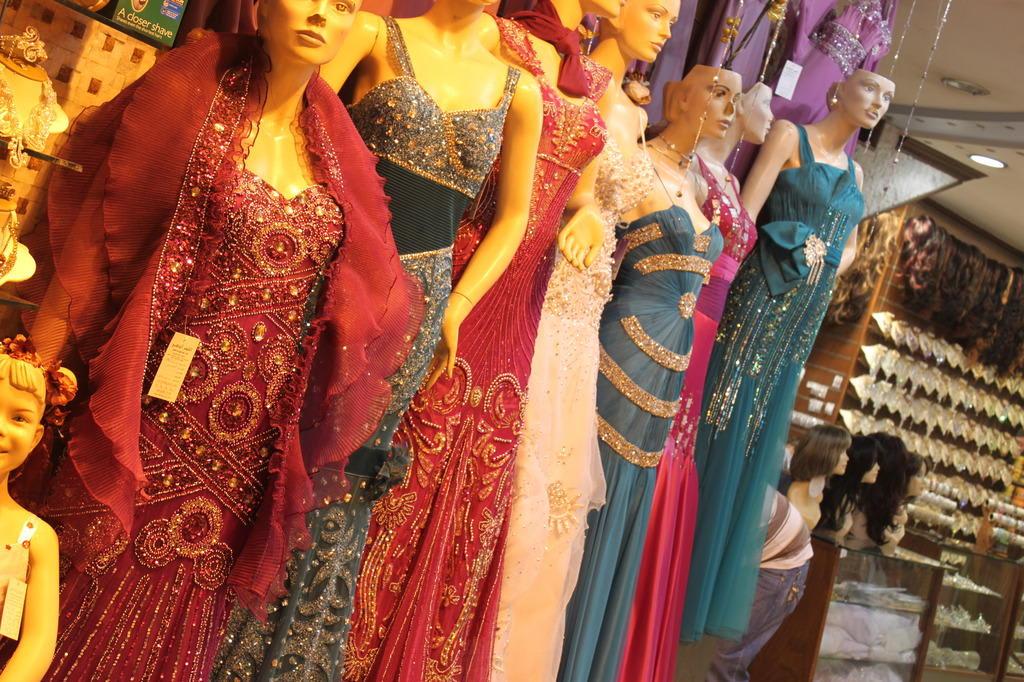 Bild tolle abendkleider zu bazar in damaskus - Boutique free mulhouse ...