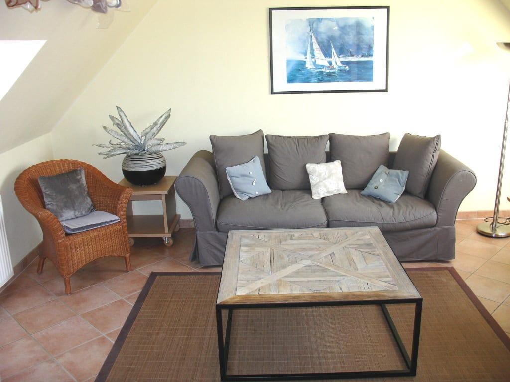 Bild wohnung nr 9 wohnzimmer sitzgruppe zu ferienappartements villa malepartus binz in binz - Sitzgruppe wohnzimmer ...