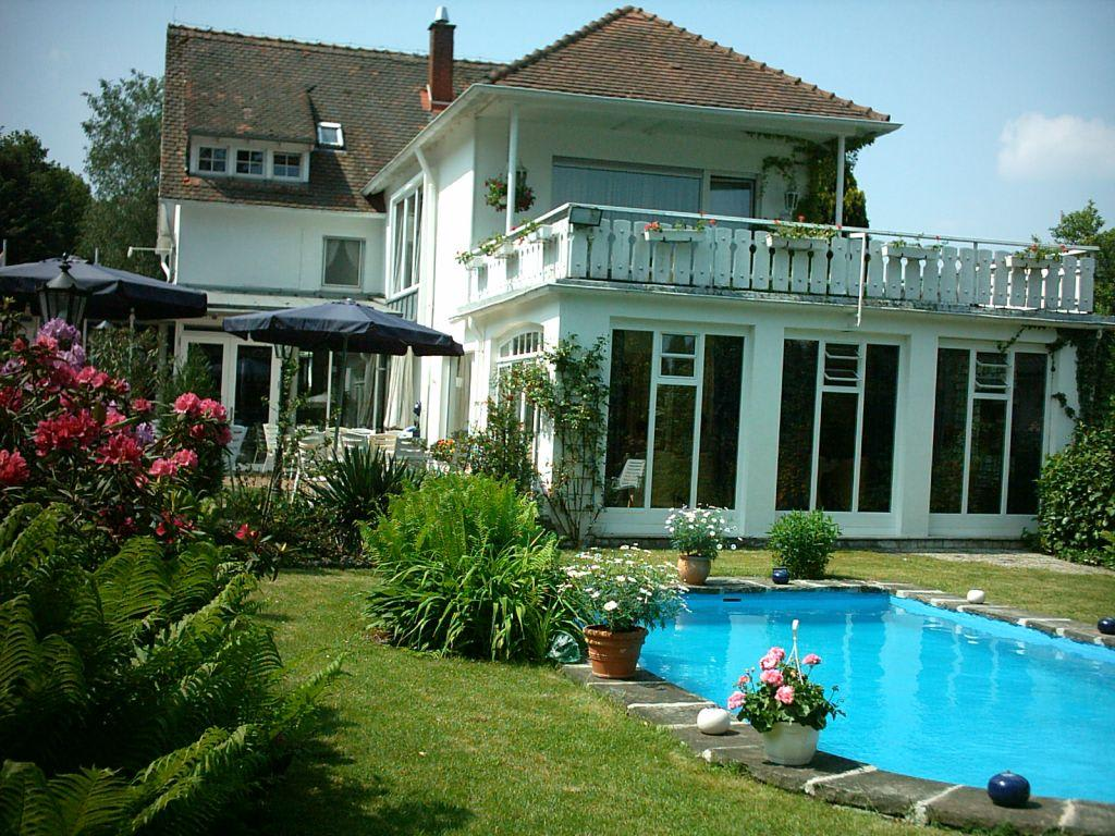 bild wintergarten franziska stube mit pool zu hotel sengscheider hof in st ingbert. Black Bedroom Furniture Sets. Home Design Ideas