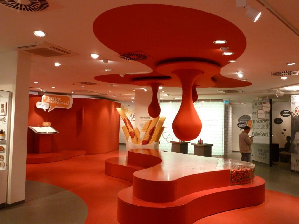 bild innenraum zu deutsches currywurst museum in berlin. Black Bedroom Furniture Sets. Home Design Ideas