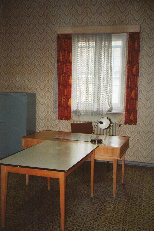 bild verh rzimmer zu gedenkst tte hohensch nhausen in berlin lichtenberg. Black Bedroom Furniture Sets. Home Design Ideas