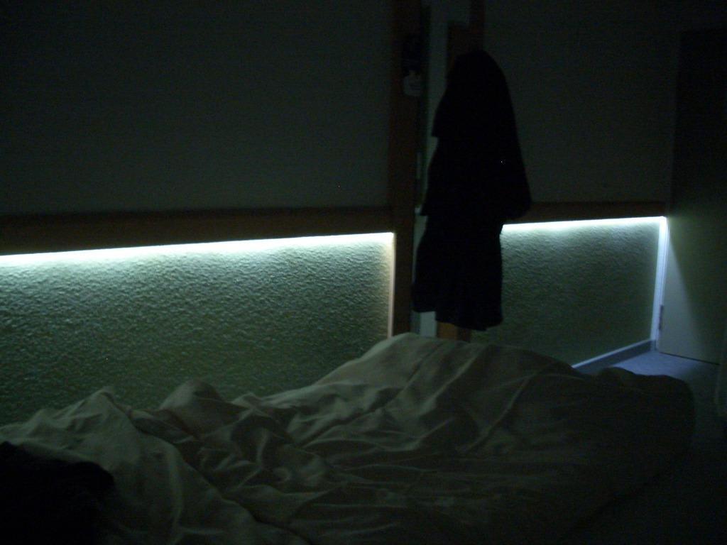 Ebenerdige Dusche Glaswand : Ibis Budget Dusche Im Zimmer : Bild LED Beleuchtung zu ibis budget