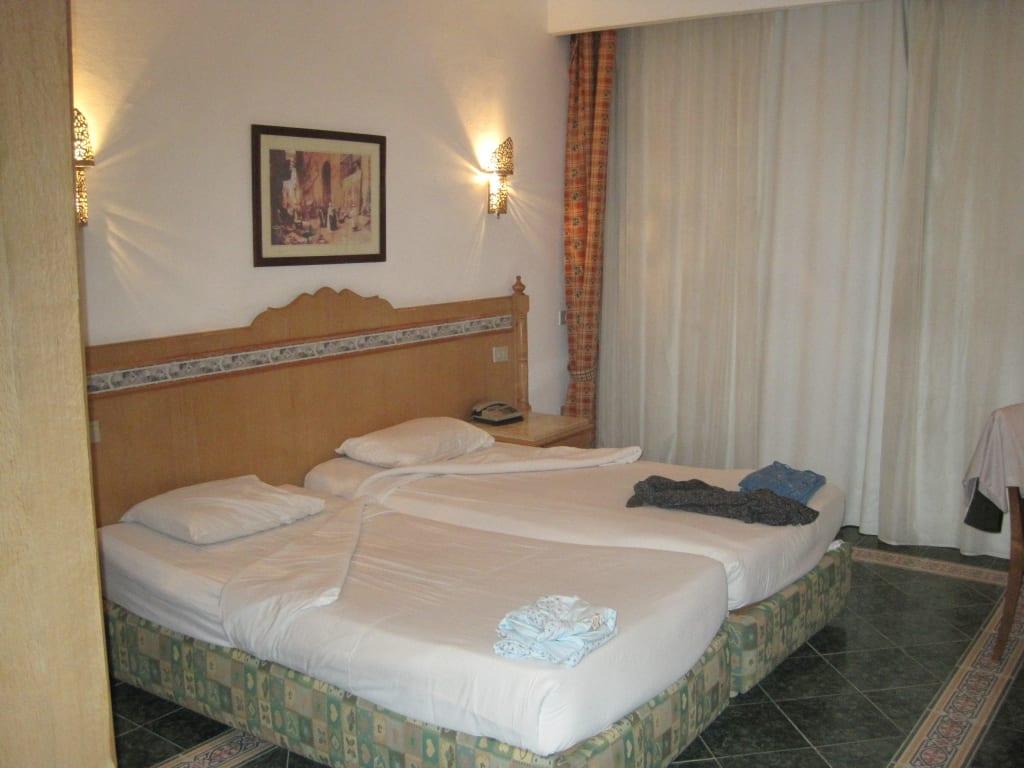 bild 2 schlafzimmer zu hotel fantasia 1001 nacht alf leila wa leila in hurghada. Black Bedroom Furniture Sets. Home Design Ideas