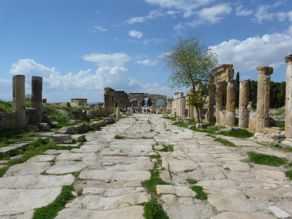 Bild hierapolis oberhalb der terrassen von pamukkale zu for Bilder von terrassen
