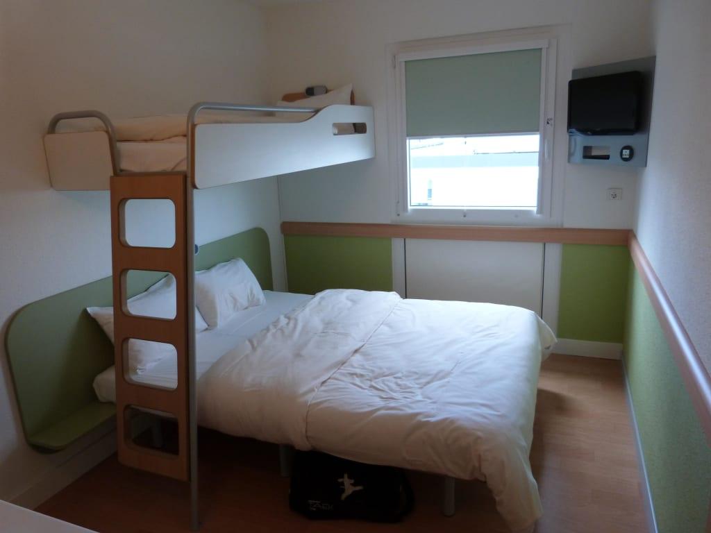 bild bett kinderbett zu ibis budget hotel k ln messe in k ln. Black Bedroom Furniture Sets. Home Design Ideas