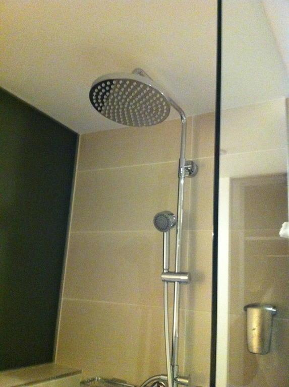 Dusche Wasserfall : Wasserfall-Dusche Bilder Zimmer TRYP Berlin Mitte Hotel