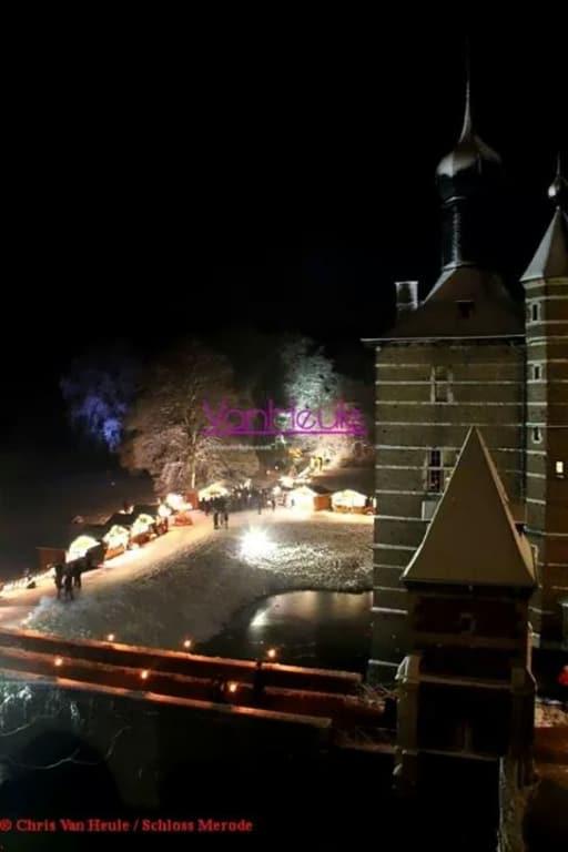 Weihnachtsmarkt Schloss Merode.Bild Weihnachtsmarkt Vom Turm Bei Schnee Zu Weihnachtsmarkt