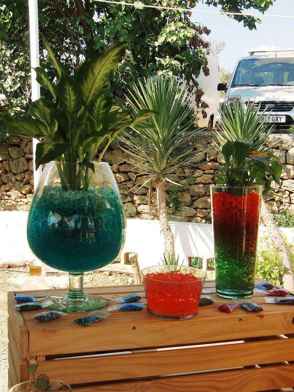 bild granulat f r die pflanzen zu hippiemarkt las dalias in ibiza stadt eivissa. Black Bedroom Furniture Sets. Home Design Ideas