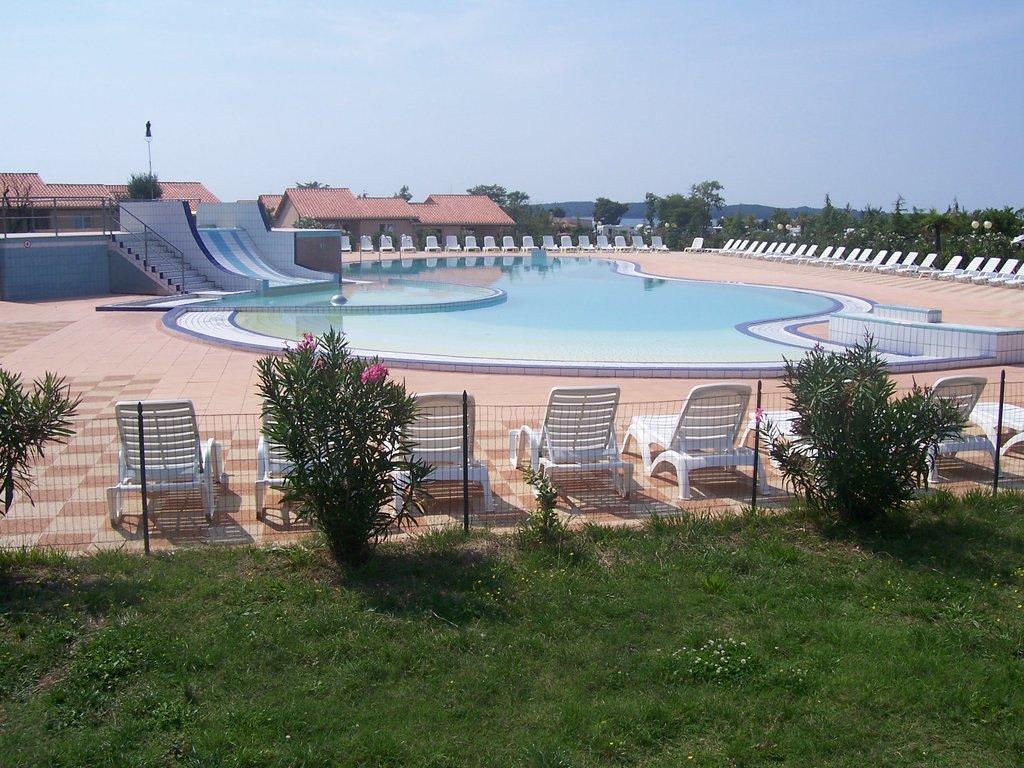 Pool mit rutsche bilder gartenanlage hotel bi village pictures - Pool mit rutsche ...
