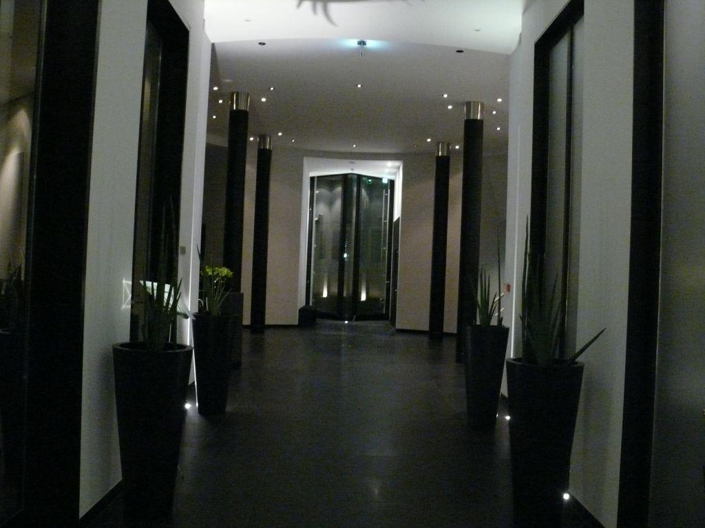 bild eingang zu hotel ceres am meer in binz auf r gen. Black Bedroom Furniture Sets. Home Design Ideas
