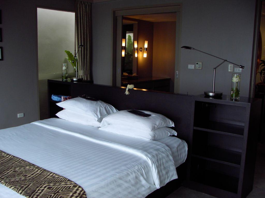 bild schlafzimmer mit ankleide zu hotel phuket pavilions in layan beach. Black Bedroom Furniture Sets. Home Design Ideas