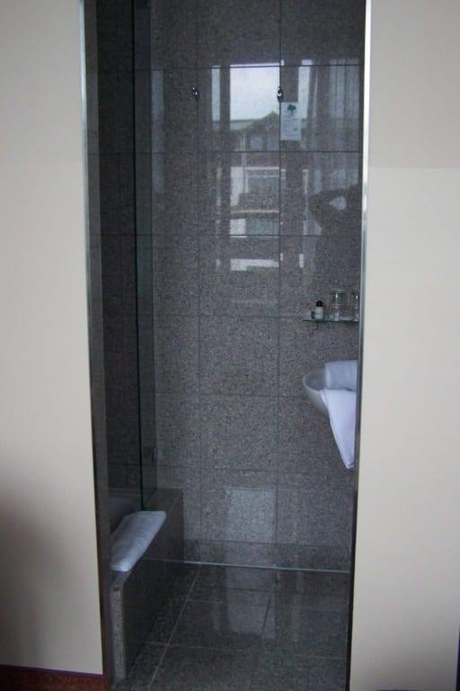 badezimmer dusche gemauert badezimmer dusche ebenerdig pictures to pin. Black Bedroom Furniture Sets. Home Design Ideas