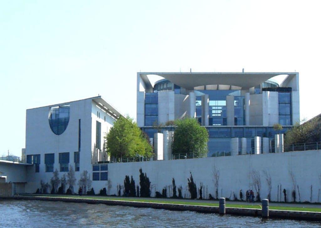 Büro Berlin bild büro frau merkel zu bundeskanzleramt in berlin mitte