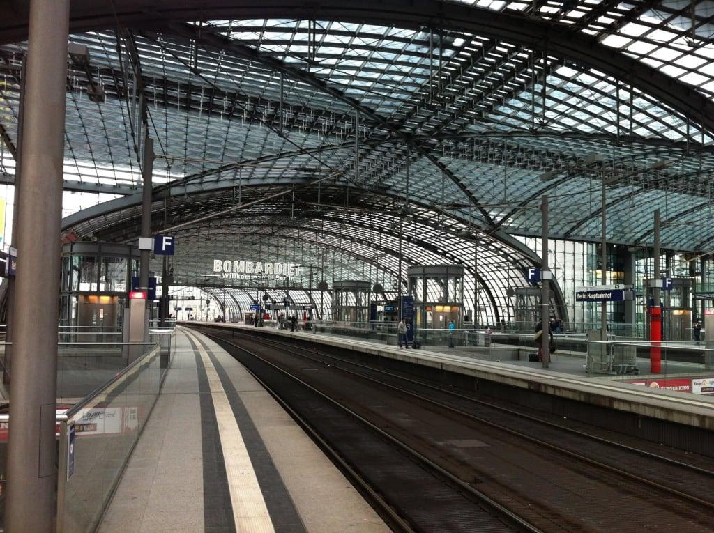 bild hbf berlin gleis 12 zu berlin hauptbahnhof in berlin mitte. Black Bedroom Furniture Sets. Home Design Ideas