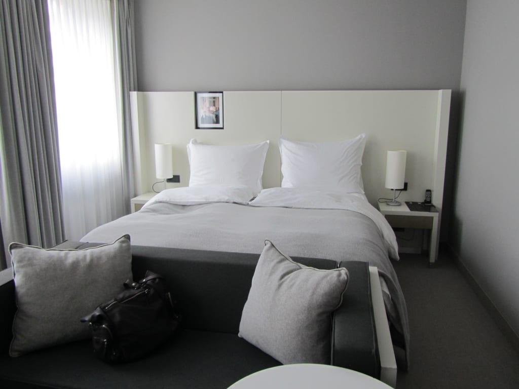 bild die betten zu hotel sofitel hamburg alter wall in hamburg. Black Bedroom Furniture Sets. Home Design Ideas