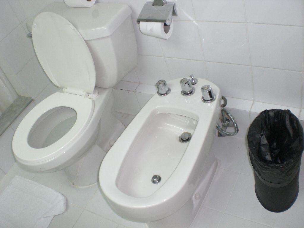 bild toilette und bidet zu hotel golden sands apartments. Black Bedroom Furniture Sets. Home Design Ideas