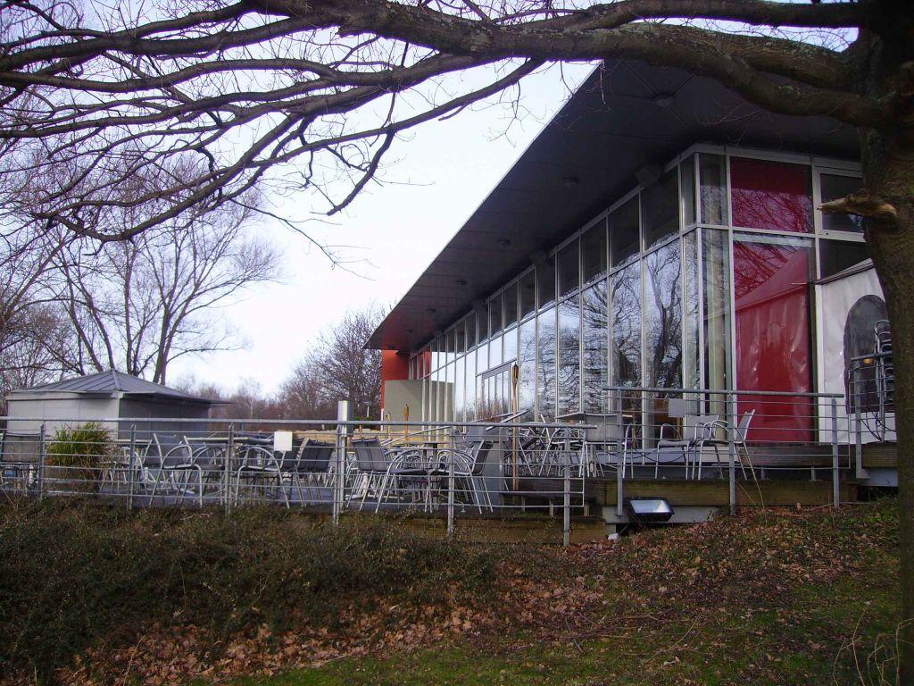 bild die terrasse mit blick auf den hohnsensee zu restaurant noah in hildesheim. Black Bedroom Furniture Sets. Home Design Ideas