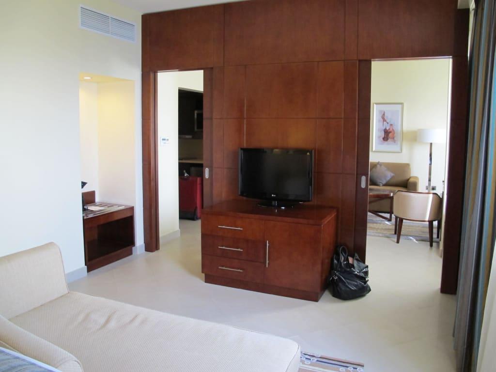 bild trennwand aus sicht schlafzimmer zu doubletree. Black Bedroom Furniture Sets. Home Design Ideas