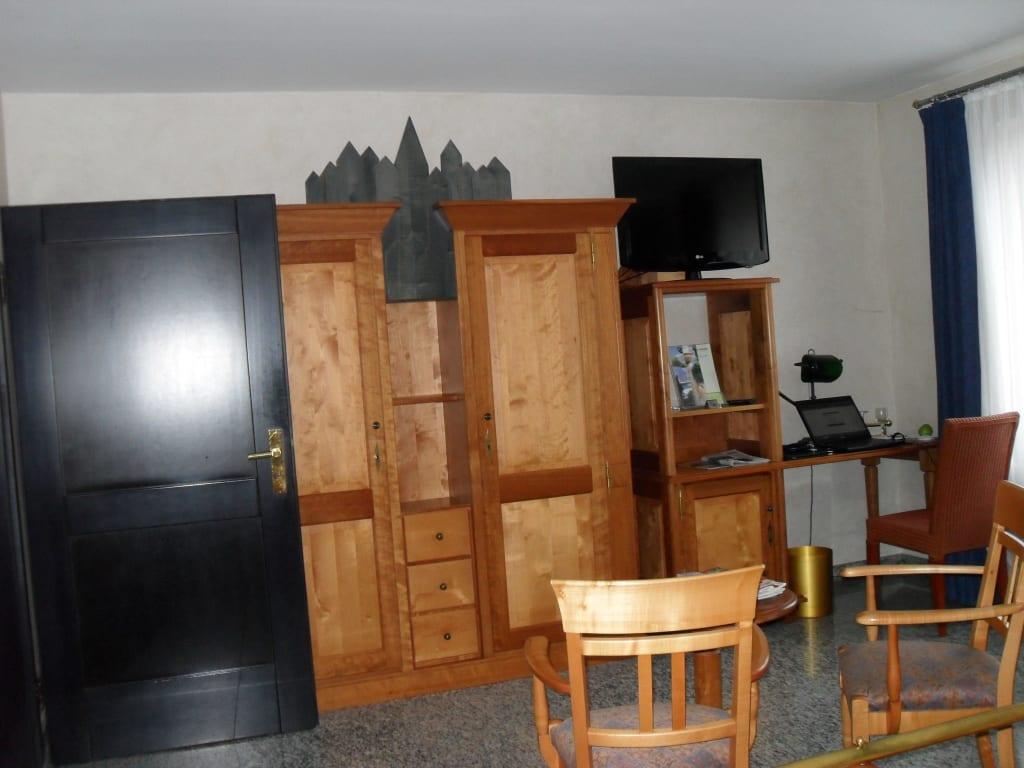 bild abgenutzte m bel zu lindner hotel spa binshof in speyer. Black Bedroom Furniture Sets. Home Design Ideas