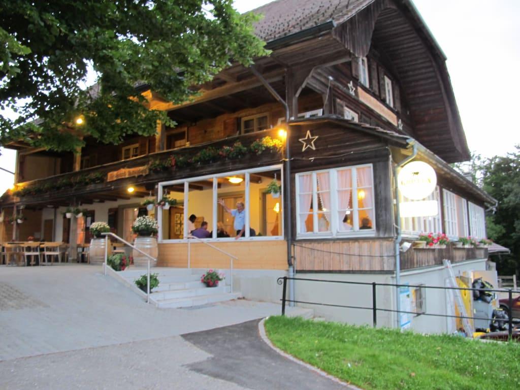 bild au enansicht am abend zu restaurant b tschelegg in riggisberg. Black Bedroom Furniture Sets. Home Design Ideas