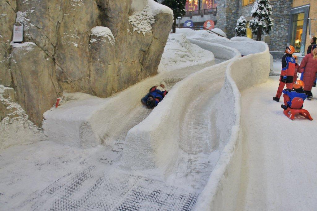 Eiskanal / Bobbahn Bilder Freizeitpark Ski-Dubai Halle (Mall of the Emirates)