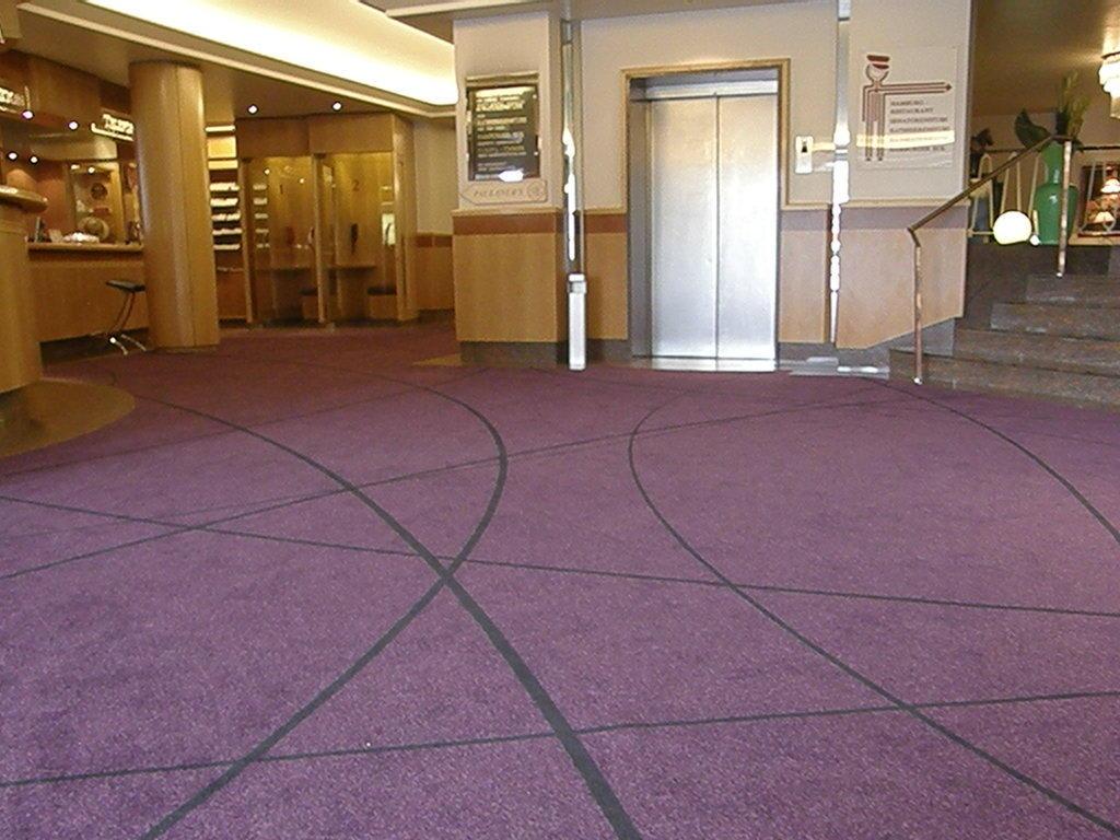 Bild Neuer Teppich Eingangsbereich, Lobby, Bar zu Hotel