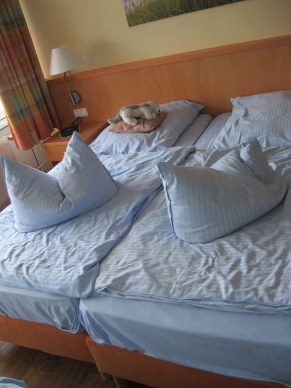 bild bett zu apartments ferienpark weissenh user strand in wangels. Black Bedroom Furniture Sets. Home Design Ideas