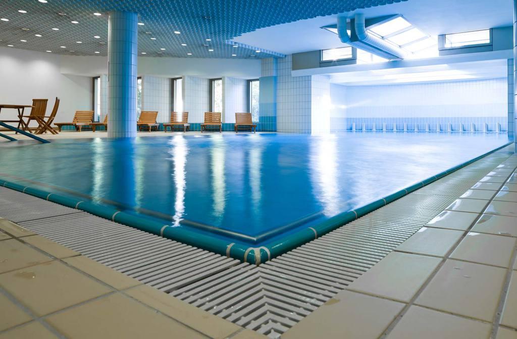 Bild swimmingpool zu parkhotel zug in zug for Swimming pool testsieger
