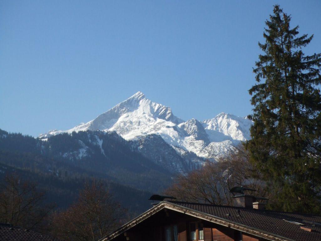 Zimmerausblick auf die Alpspitze Bilder Ausblick H+ Hotel Alpina Garmisch-Partenkirchen